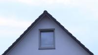 """Videostill aus """"2 Häuser"""""""